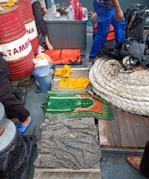 Sajadah Hijau Korban Sriwijaya Air