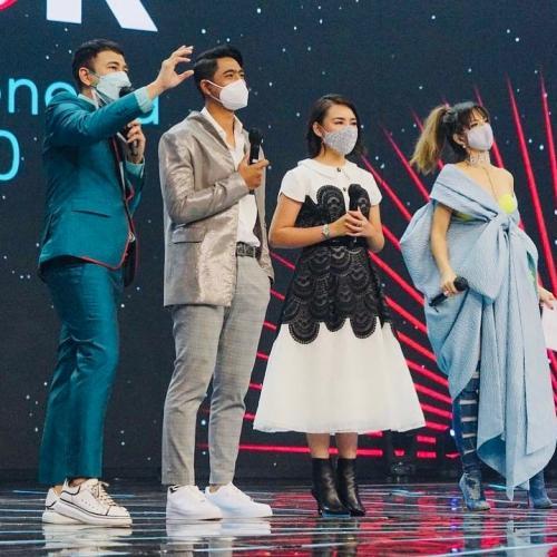Potret Arya Saloka Dan Amanda Manopo Di Panggung Tiktok Awards Indonesia 2020 Okezone Lifestyle