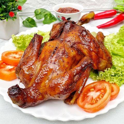 Ayam bakar madu. (Foto: Facebook Resep Aneka Jajan Pasar/@debbie_ariesthea)