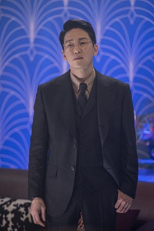 Uhm Ki Joon dalam drama The Penthouse 2. (Foto: Studio S)