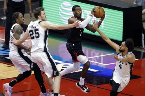 San Antonio Spurs melawan Houston Rockets (Foto: Reuters/Michael Wyke)