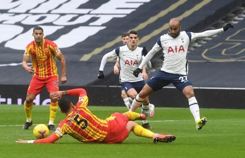 Babak pertama berakhir tanpa gol (Foto: Reuters/Neil Hall)