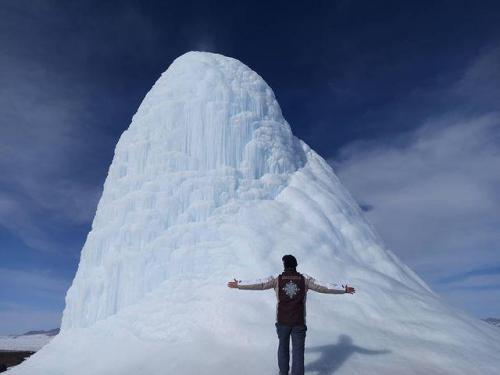 Gunung es mungil mendadak muncul di Kazakhstan. (Foto: Instagram @kasym_aitbek)