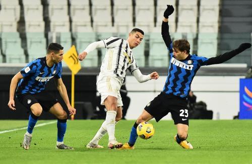 Cristiano Ronaldo vs Inter Milan (Foto: Reuters)