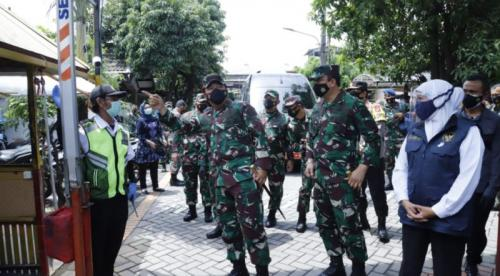 Panglima tinjau PPKM Skala Mikro di Surabaya