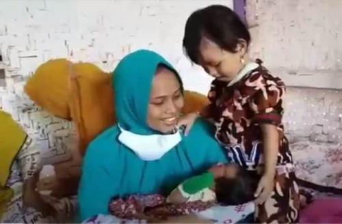 Heboh Siti Zainah hamil dan melahirkan dalam 1 jam. (Foto: Mochamad Andi Ichsyan/Sindonews)