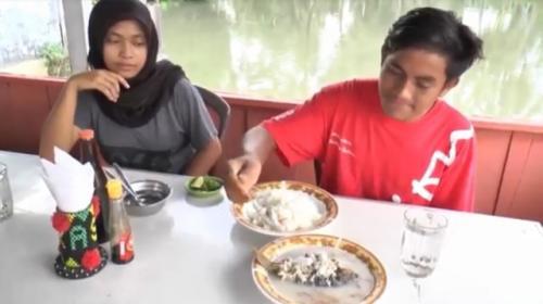 Sup ikan holat khas Tapanuli Selatan. (Foto: Ahmad Husein Lubis/iNews)