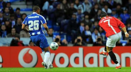 Cristiano Ronaldo cetak gol ke gawang FC Porto