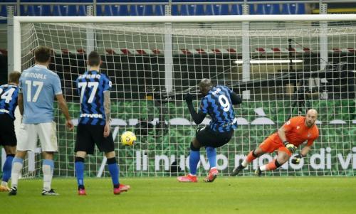 Romelu Lukaku vs Lazio (Foto: Reuters)