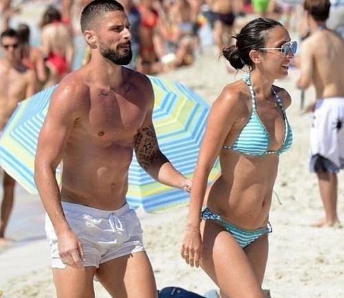 Olivier Giroud S Wife Fighting Against Tammy Abraham S Girlfriend In Bikini Which One To Choose Okezone Bola Netral News