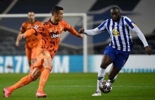 Suasana laga FC Porto vs Juventus (Foto: Reuters)