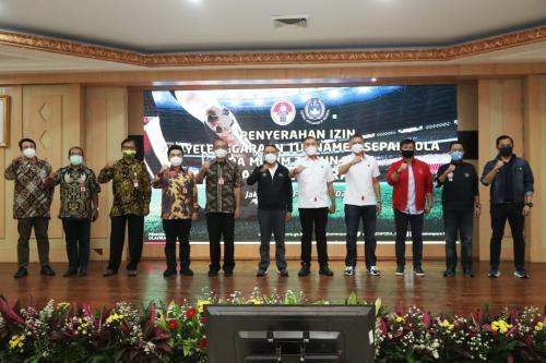 Acara penyerahan surat izin Polri untuk penyelenggaraan Piala Menpora 2021
