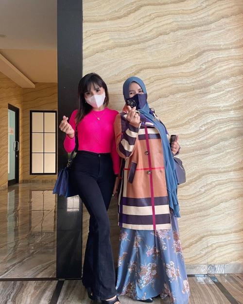 Rohimah dan Eva Belisima. (Foto: Instagram/@evabelisima_official)
