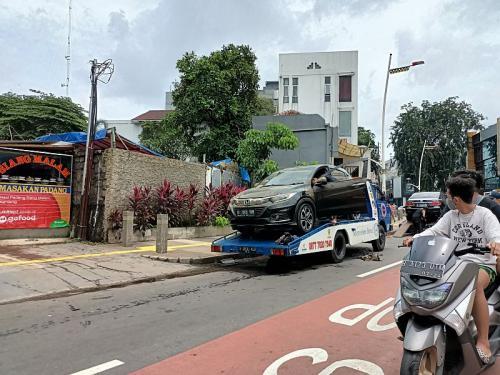 Sejumlah mobil terendam banjir di Kemang, Jakarta Selatan (Foto : Sindonews)