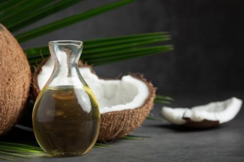 Minyak kelapa. (Foto: Jcomp/Freepik)
