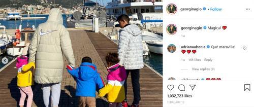 Georgina Rodriguez jalan bersama keempat anaknya (Foto: Instagram/@georginagio)