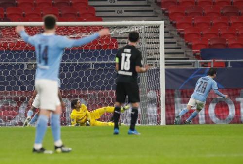 Suasana laga Monchengdladbach vs Man City di leg pertama