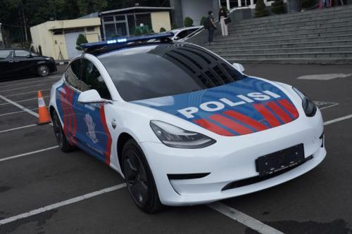 Korlantas Polri dapat mobil Tesla dari IMI (Foto : Istimewa)