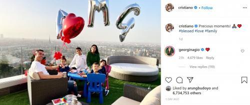 Georgina Rodriguez, Cristiano Ronaldo, dan anak-anak (Foto: Instagram/@cristiano)