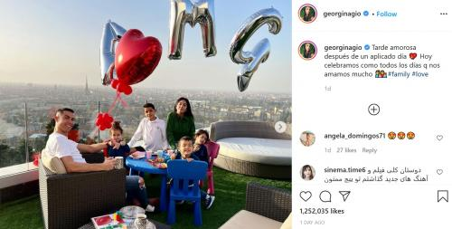 Georgina Rodriguez, Cristiano Ronaldo, dan anak-anak (Foto: Instagram/@georginagio)