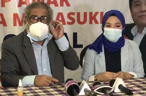 Mantan istri Daus Mini, Yunita Lestari melapor ke Komnas Perlindungan Anak, pada 25 Februari 2021. (Foto: Okezone)