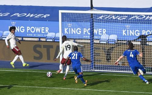 Nicolas Pepe cetak gol ketiga (Foto: Reuters/Michael Regan)