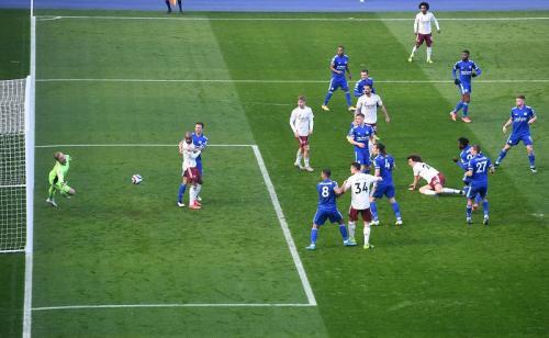 David Luiz samakan skor (Foto: Reuters/Michael Regan)
