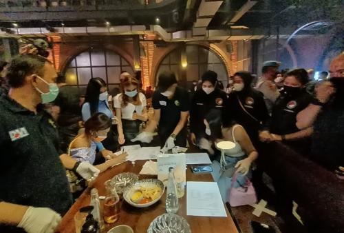 Millen Cyrus diamankan bersama tiga orang lainnya di sebuah bar di kawasan Jakarta Selatan, pada 27 Februari 2021. (Foto: Humas Polda Metro Jaya)