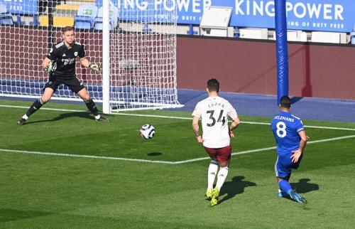 Youri Tielemans mencetak gol (Foto: Reuters/Michael Regan)