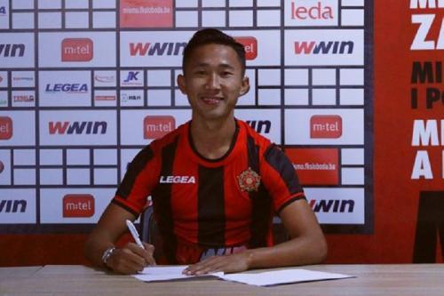 Miftah Anwar Sani menandatangani kontrak (Foto: FK Sloboda Tuzla)