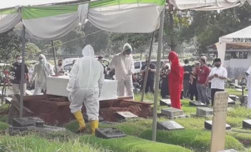 Pemakaman Rina Gunawan