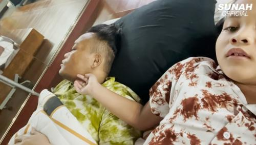 Sule sakit. (Foto: YouTube/Sunah Official)