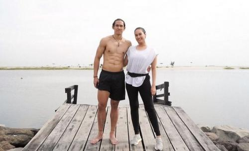 Ryuji Utomo bersama sang istri, Shabrina Ayu