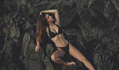 Pose seksi Rocio Galindo (Foto: IG/@_rociogalindo)