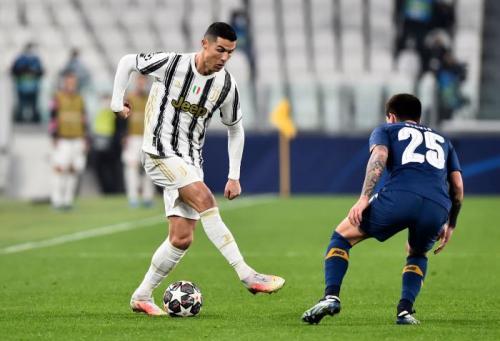 Aksi Cristiano Ronaldo (Foto: Reuters/Massimo Pinca)