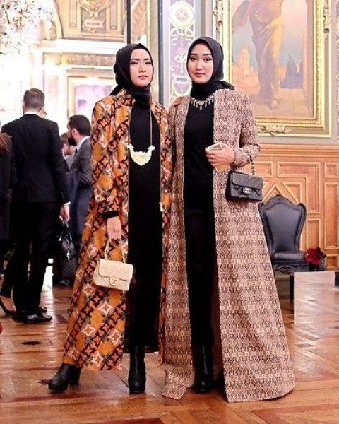 Model gaun pesta batik. (Foto: Instagram @dianpelangi)