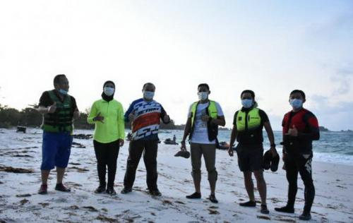 Sandiaga Uno saat memantau venue triathlon series