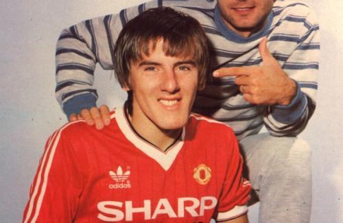 Peter Beardsley bergabung dengan Man United pada 1982