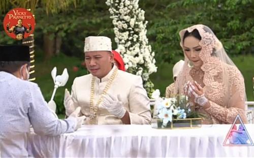 Vicky Prasetyo dan Kalina Oktarani menikah. (Foto: YouTube/Vicky Prasetyo)