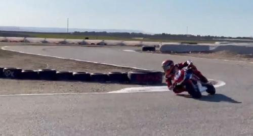 Marc Marquez mulai bisa naik motor (Foto: Twitter/@marcmarquez93)