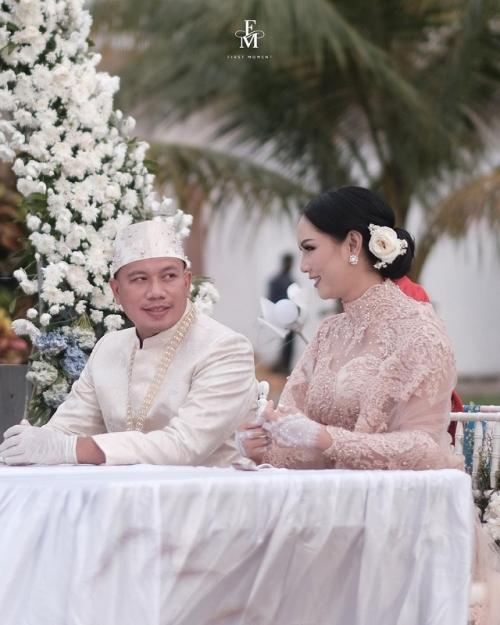 Vicky Prasetyo dan Kalina Oktarani menikah. (Foto: First Moment/Instagram/@kalinaocktaranny)