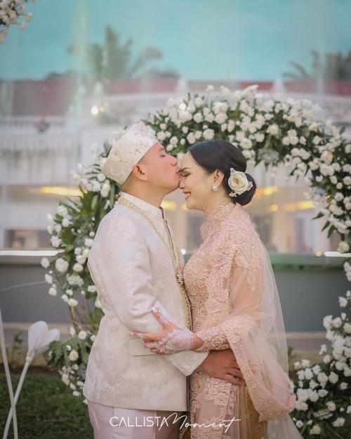 Vicky Prasetyo dan Kalina Oktarani menikah. (Foto: Callista Moment/Instagram/@kalinaocktaranny)