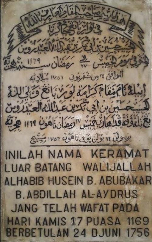 Nisan Makam Habib Husein Luar Batang