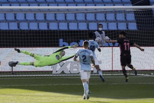 Marco Aensio mencetak gol ketiga (Foto: Reuters/Miguel Vidal)