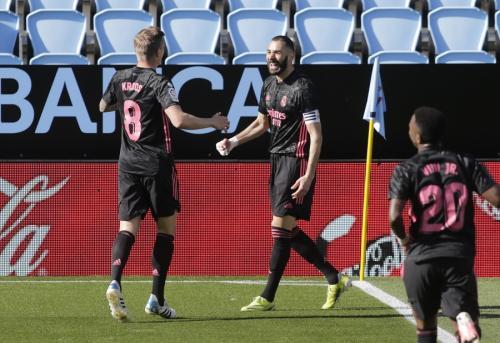 Toni Kroos dan Karim Benzema (Foto: Reuters)