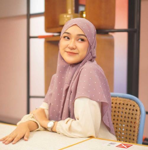 Hijab bergo.
