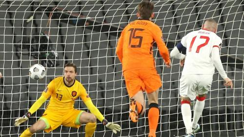 Burak Yilmaz gandakan keunggulan dari titik penalti (Foto: FIFA)