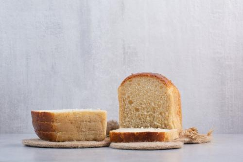 Ilustrasi roti putih. (Foto: Azerbaijan Stockers/Freepik)