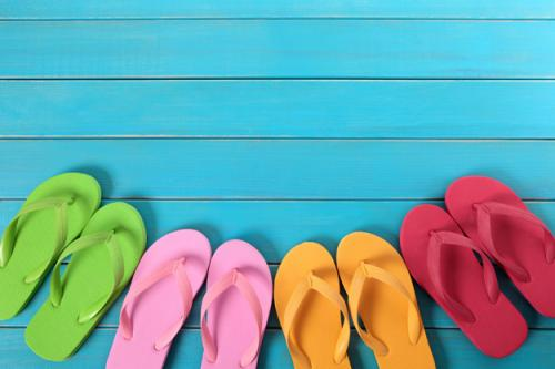 Sandal jepit. (Foto: Kstudio/Freepik)