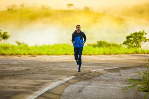Olahraga joging. (Foto: Tikkho Maciel/Unsplash)